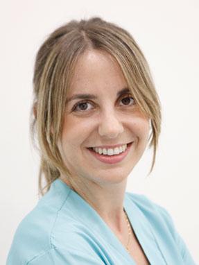 Odontologa en la clínica dental Aixerrota.  Odontología, Ortodoncia y niños (PADI)