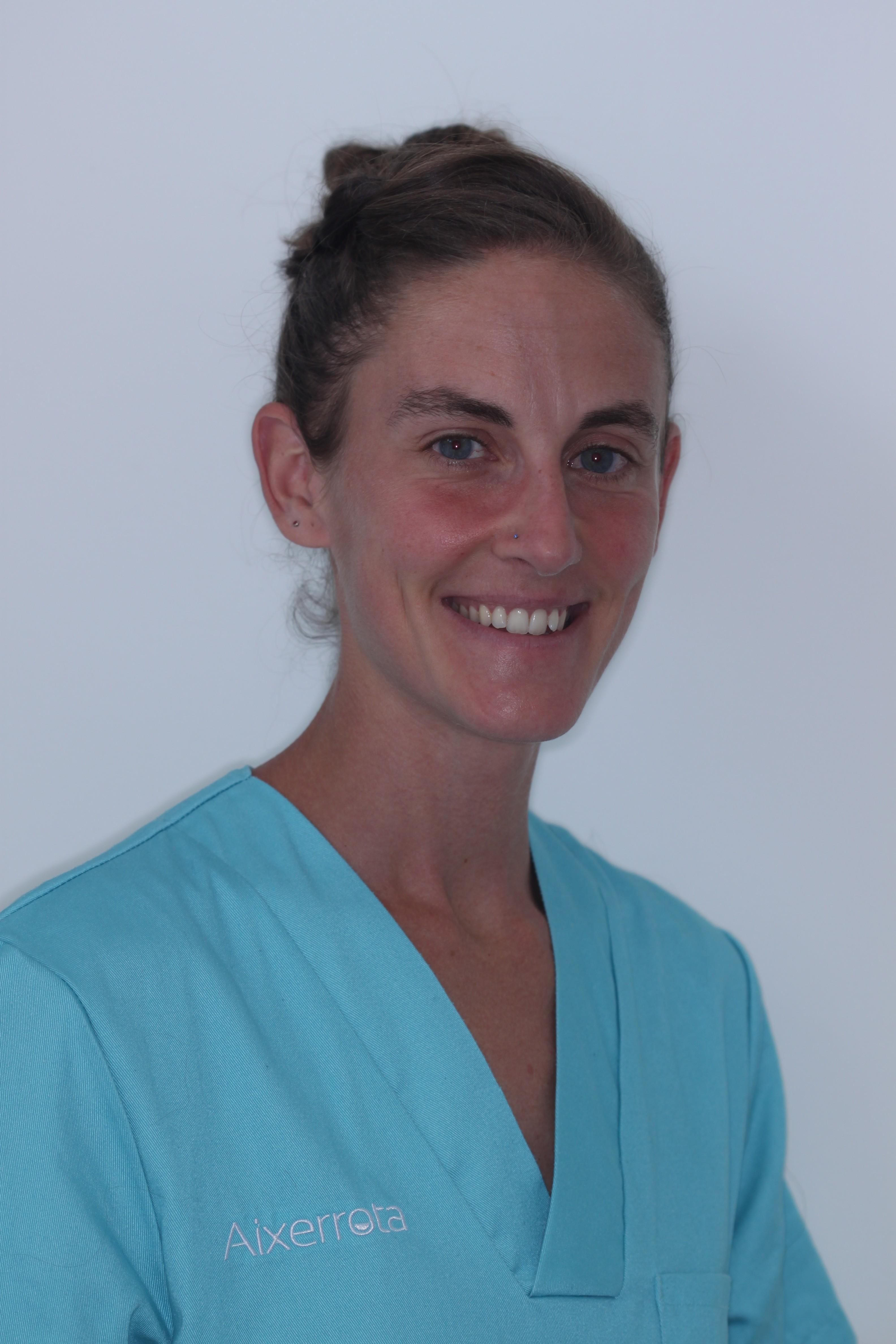 Odontóloga en la clínica dental Aixerrota